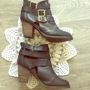 Mossimo buckle motorcycle black ankle boots